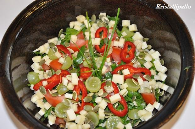 Liha-pasta-ruokia keventää mukavasti vihreä salaatti.